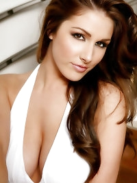 Uk glamour babe Lucy Pinder in stunning white 'Marilyn..