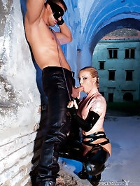 Fetish horny babe in latex double penetrated