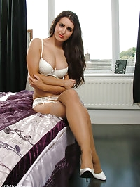 Gorgeous brunette Carla shows off her hot curvy body and..