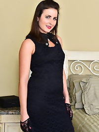 American housewife Helena Price loves to touch her small..