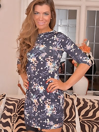 Gorgeous tanned milf Vanessa Jordan cant wait to strip out..