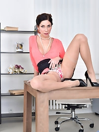 Super stacked milf Rachel Evans is a savvy business woman..