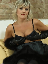 Naughty mature Cherry pleasing herself