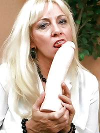 Ravenous Anilos blonde grandma satisfies her seasoned..