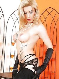 Lusty blonde looks pleasing
