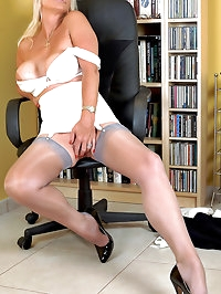 Sexy MILF Astrid in FFS stockings and open bottom girdle