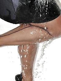 Amanda gets awfully wet