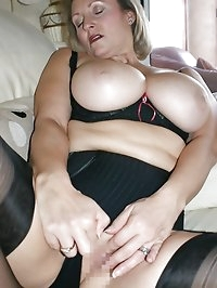 Hot mama loves being a sexy beast