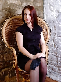 Hot Milf Sammi puts on her long leather gloves and reveals..