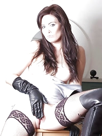 Horny office girl Louise works overtime with her leather..