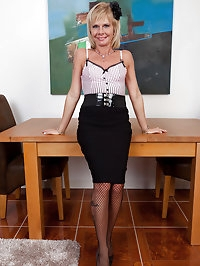 42 year old and horny Cathy Oakley fingers her shaven..