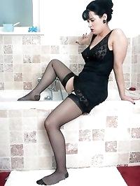Tanya Cox - Wet nylon kinkster!